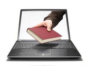 Laptop mit Buch KOSTENPFLICHTIG
