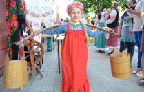 примерка народных костюмов